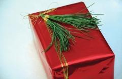 pine-tassels-add-festive-flair